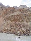 ind-ladakhberg River Valley Royaltyfri Bild