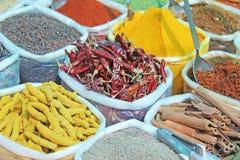 Inde d'épices Des épices sont vendues sur le marché dans l'Inde Poivron rouge images stock