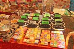 Inde, Goa 24 janvier 2018 Thé noir et épices sur le marché photos libres de droits