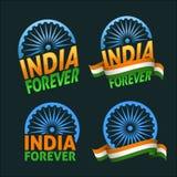 Inde pour toujours Jour de la Déclaration d'Indépendance de quatre insignes sur l'obscurité Photos stock