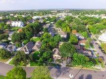 Indelning i underavdelningar för förorts- område för bästa sikt av i stadens centrum Houston, Texas royaltyfri bild
