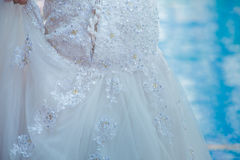 Indennità modellata del ` s della sposa della gonna del pizzo la bella ha preparato il int nuziale fotografia stock libera da diritti