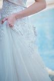 Indennità modellata del ` s della sposa della gonna del pizzo la bella ha preparato il int nuziale fotografie stock libere da diritti