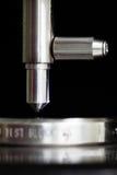 Indenter close-up met kaliberbepalingsblok Royalty-vrije Stock Afbeeldingen