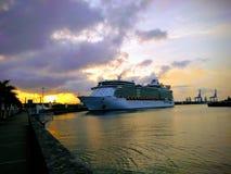 Independência dos mares no Las Palmas do porto imagens de stock royalty free