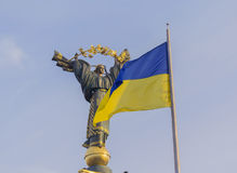 The Independence monument and ukrainian flag in Kiev Stock Images