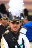 Independens versieht Jungen mit einem Band Lizenzfreie Stockbilder