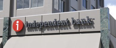 Independent Bank Sign. Ndependent Bank is a Michigan bank that offers loans, mortgages, personal and business banking across Grand Rapids, Bay City, Saginaw, and Stock Photos