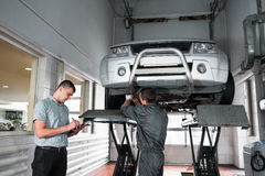 Independent expert notes car problems, inspection. Independent expert notes car problems during every year inspection at service. Guarantee service maintenance Royalty Free Stock Photography