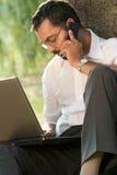 Inder, der draußen arbeitet Lizenzfreie Stockfotos