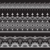 Inder, Mehndi-Hennastrauch drei zeichnen Spitzeelementmuster für Tätowierung auf schwarzem Hintergrund Lizenzfreie Stockfotografie