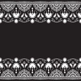Inder, Mehndi-Hennastrauchlinie Spitzeelement mit Blumenmusterkarte für Tätowierung auf schwarzem Hintergrund Lizenzfreies Stockbild
