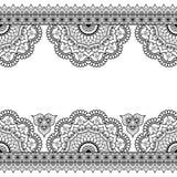 Inder, Mehndi-Hennastrauchlinie Spitzeelemente mit Blumenmusterkarte für Tätowierung auf weißem Hintergrund Lizenzfreie Stockbilder