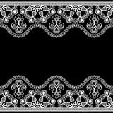 Inder, Mehndi-Hennastrauchlinie Spitzensaumelement mit Blumenmusterkarte für Tätowierung auf schwarzem Hintergrund Lizenzfreie Stockfotos