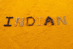 Inder, Wörter geschrieben auf Gelbwurz Stockfotografie