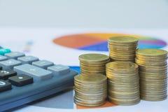 Index financiers courants avec la pièce de monnaie de pile Marché boursier financier Image stock