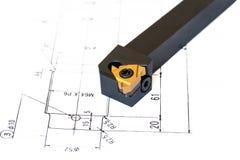 Indexable инструмент токарного станка с меняемой подсказкой на предпосылке светокопии стоковое изображение