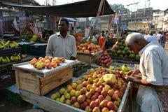 Indiër verkoopt Fruit Stock Foto's