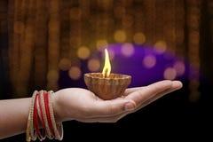 Indiański festiwal Diwali, lampa w ręce zdjęcia royalty free