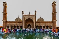 Indiańscy muzułmanie świętuje przy Jama Masjid fotografia stock