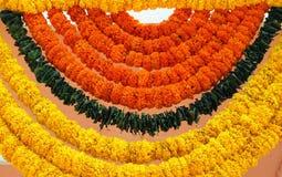 Indiańska świąteczna dekoracja - girlanda nagietek kwitnie Zdjęcie Stock
