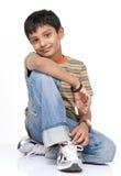 Indiańska chłopiec wewnątrz indoors Fotografia Royalty Free