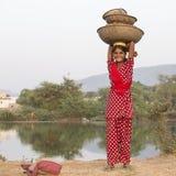 Indiańska dziewczyna przy uczęszczam roczny Pushkar wielbłąd Mela indu Obrazy Stock