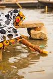 Indiańska Kobieta Wysyła Ofiara Prezent Ganges Varanasi Obraz Royalty Free