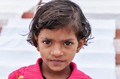Indiańska młoda dziewczyna na Ghat w Varanasi Zdjęcia Royalty Free
