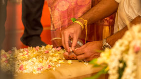 Indiańska obrączka ślubna na pannach młodych nożnych Obraz Stock