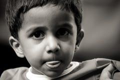 Indiański chłopiec portret z defocused tłem zdjęcia royalty free