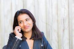 Indiański kobieta telefon Fotografia Royalty Free