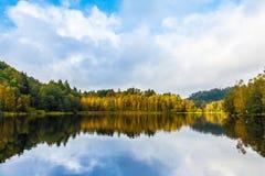Indiański Lato jezioro Obrazy Stock