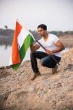 Indiański mężczyzna i hindus flaga obrazy stock