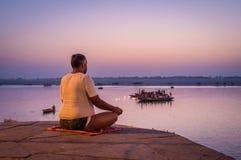 Indiański mężczyzna medytować Fotografia Stock