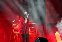Indiański piosenkarz Sunidhi Chauhan wykonuje przy Bahrajn Zdjęcia Stock