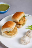 Indiański specjalny tradycyjny smażący karmowy vada pav Obrazy Royalty Free