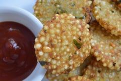 Indiański tradycyjny smażący karmowy Sabudana vada, Sago Cutlet odgórny widok/ Zdjęcia Stock