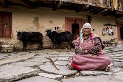 Indiański wieśniaka obsiadanie na flizach Fotografia Royalty Free
