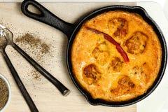 Indiańskie Gramowe mąk kluchy w jogurtu curry'ego kumberlandzie Fotografia Stock