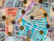 Indiańskie rupii, starych i nowych notatki, zbliżenie zdjęcie stock