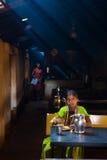 Indiańskiego Kobiety Łasowania Brudna Dhaba Restauracja Zdjęcia Royalty Free