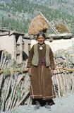 1977 india 65 åriga kvinnor i byn av Kishori Royaltyfri Foto