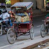 德里, INDIA-AUGUST 29 :印地安trishaw 29日2011年在德里,印度 库存图片
