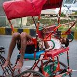 德里, INDIA-AUGUST 29 :印地安trishaw 29日2011年在德里,印度 免版税库存照片