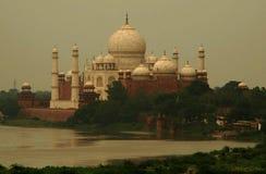 India dat Taj Mahal bezienswaardigheden bezoekt royalty-vrije stock foto's