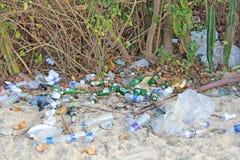 India, Goa, Luty 05, 2018 Pusty klingeryt l i szklane butelki Obraz Royalty Free
