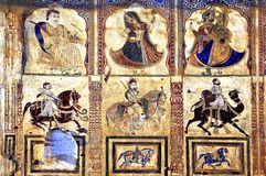 India, Mandawa: colourful frescoes on the walls stock images
