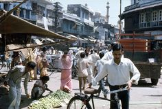 1977 India Marktstraat in New Delhi Stock Foto's