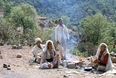 1977. India. Nomads baking chapatti. The photo shows, some nomads baking chapatti (Indian flat-bread) in the roadside. They were on their way to new pastures Stock Photo
